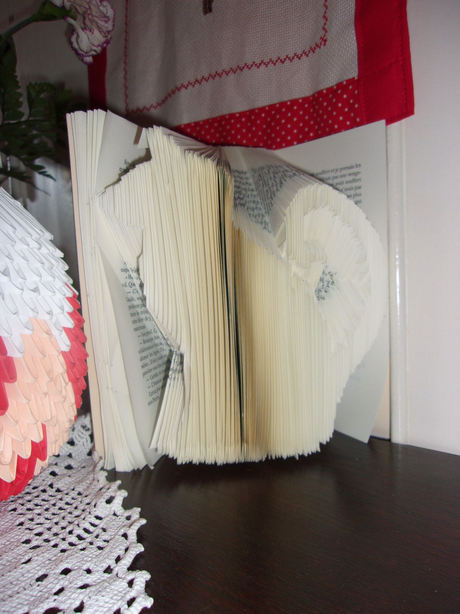 livres plies. Black Bedroom Furniture Sets. Home Design Ideas